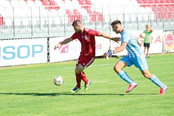 Miladin Vujošević v zápase s rezervou bratislavského Slovana.