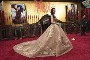 Tvorcovia Mulan si pohnevali Ujgurov, herečka Liou zas Hongkong.