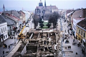 Monumentálna rekonštrukcia košického centra odkryla historické hradby. Takto to vyzeralo počas archeologického prieskumu v rokoch 1996-1998.