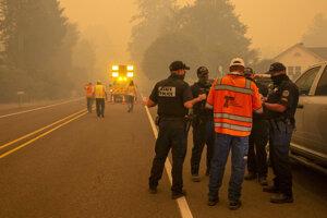 Dym spôsobený požiarom pri meste Leaburg v Oregone.