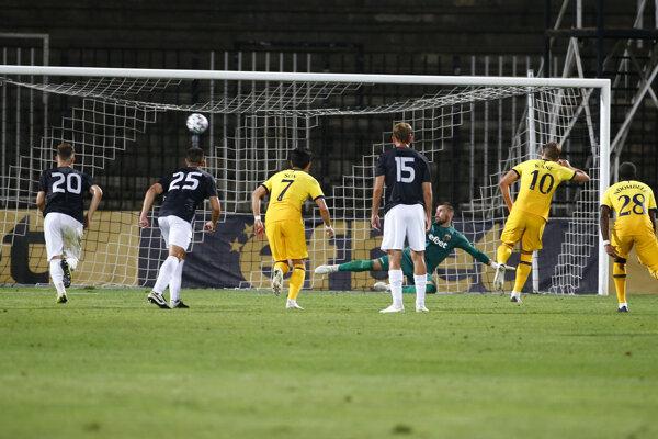 Momentka zo zápasu Lokomotiv Plovdiv - Tottenham.