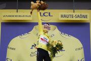 Tadej Pogačar vlastní žltý dres po 20. etape na Tour de France 2020.