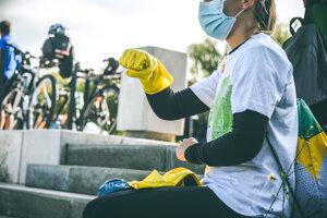 Zhruba 70 dobrovoľníkov pomáhala komunitnému cyklistickému centru Cyklokuchyňa v Bratislave s rôznymi aktivitami.