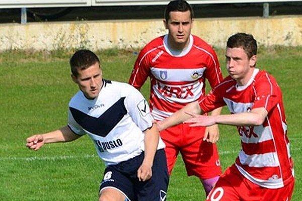 Miloš Fehérvári (vľavo) rozhodol o troch bodoch v 87. minúte.