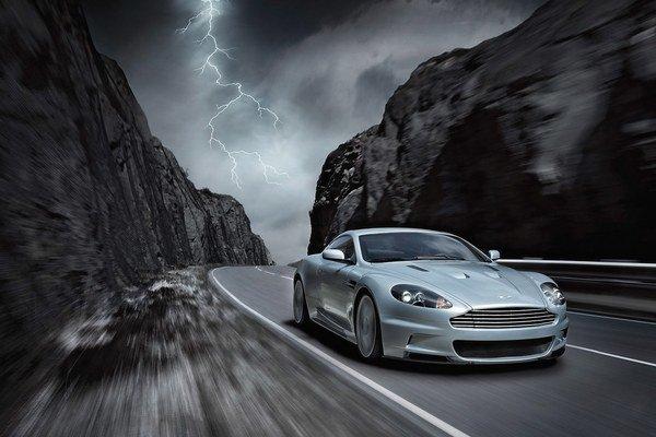 Dominantný dizajn vozidiel je spojením elegancie a dravosti.