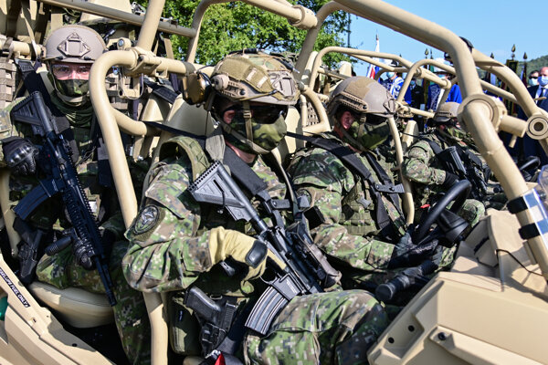 Deň ozbrojených síl v Brezovej pod Bradlom.