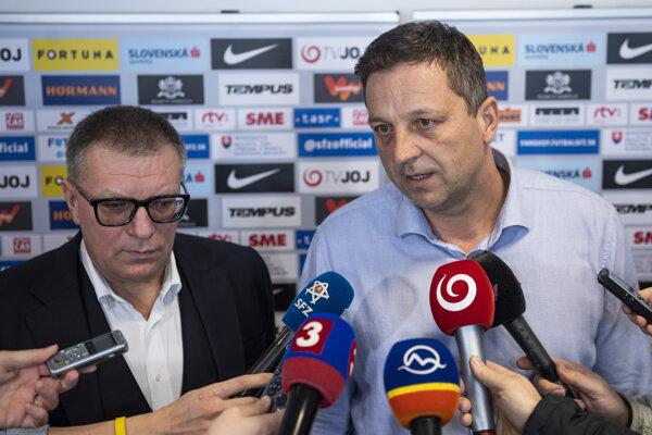 Generálny sekretár Slovenského futbalového zväzu Peter Palenčík (vpravo) s prezidentom zväzu Jánom Kováčikom.