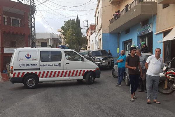 Sanitka civilnej obrany Hizballáhu blokuje cestu k miestu explózie. Ajn Káná, Libanon, 22. september 2020.