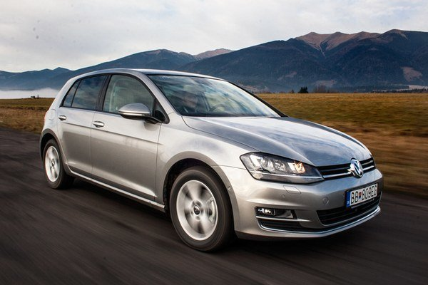 Do finále voľby Auta roka 2013 na Slovensku postúpilo sedem finalistov. Vyhral Volkswagen Golf.