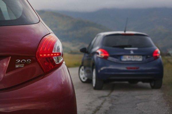 Rozhodovanie medzi dieselom e-HDi a novým trojvalcom 1,2 VTi uľahčila cena. Navyše benzínový motor má príjemné správanie a jazdí podstatne lepšie ako konkurenčný motor 1,2  HTP.