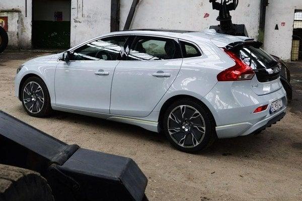 Volvo zapadlo medzi kompakty pre náročných so všetkým, čo k tomu patrí, vrátane  svojských  tvarov karosérie. Kombi však pod vyšším zadkom nečakajte.