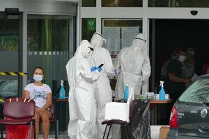 Testovanie na koronavírus vysokoškolského internátu Jesseniovej lekárskej fakulty Univerzity Komenského v Martine.