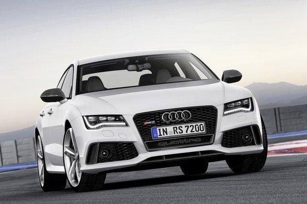 Napriek výkonovým parametrom automobilka sľubuje priemernú spotrebu paliva tesne pod 10 litrov benzínu.
