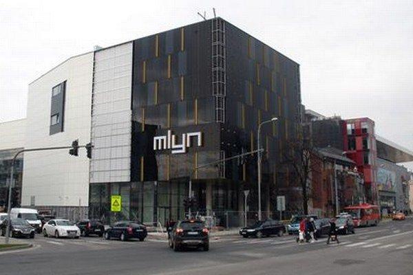 Novostavba má päť podlaží. Kinosálny majú byť na prvom a druhom poschodí.