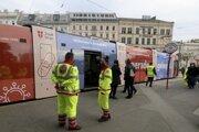 Zdravotníci monitorujú v homadnú dopravu vo Viedni.