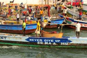 Ghančanov na more sprevádza heslo Never give up, Nikdy sa nevzdávaj.