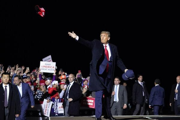 Trump nateraz s mítingami končí.