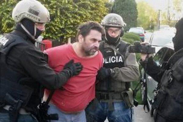 Zadržaného Štefana Sz. eskortovali do Ústavu na výkon trestu odňatia slobody Leopoldov.
