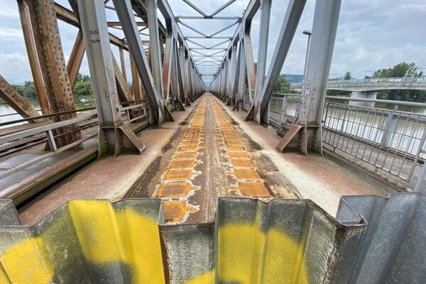 Starý železničný most v Trenčíne.