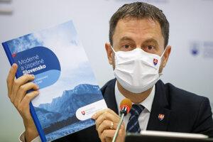 Minister financií Eduard Heger na tlačovej konferencii o národnom reformnom pláne.