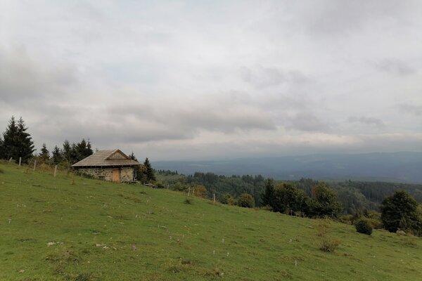 Turistická útuľňa Javorinka ako súčasť krásnych výhľadov z Poľany.