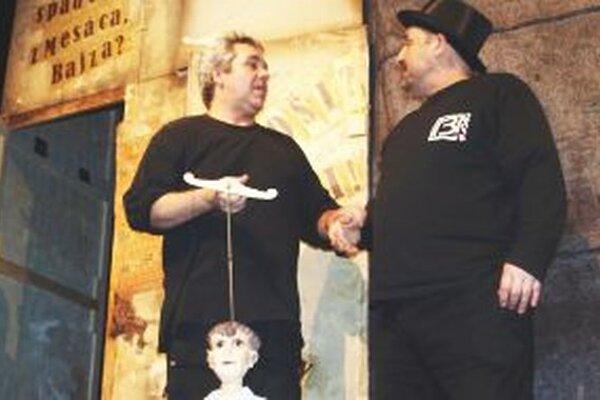 Poslanci neakceptovali rozhodnutie výberovej komisie, ktorá na post šéfa SDKS navrhla herca Romana Valkoviča (na fotke vľavo).