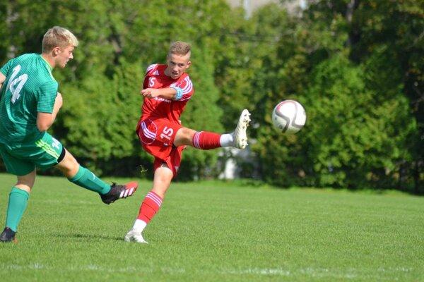 Marek Poništ (v červenom) v drese Třinca.