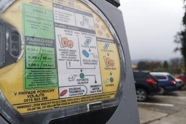 Aktuálne parkovacie automaty nahradia nové. Platiť sa bude dať aj platobnou kartou a zadávať sa bude po novom aj EČV.
