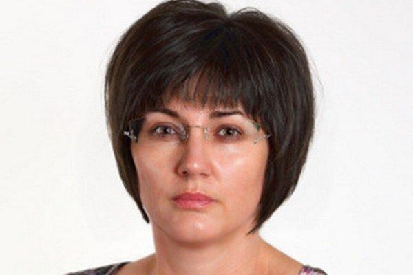 Viceprimátorka Marta Balážová otázky od novinárov ignoruje.