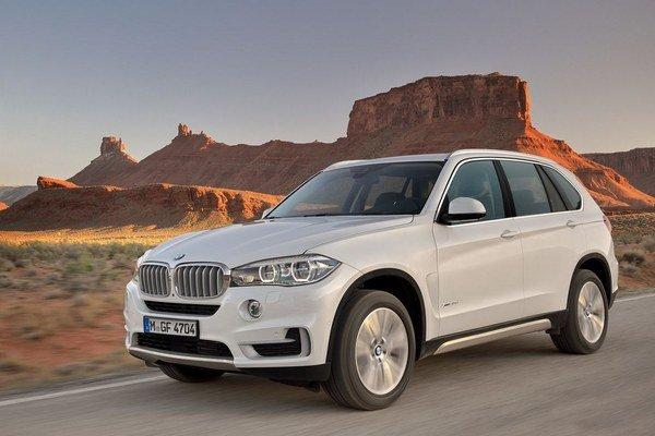 BMW X5 budú po vzore predchodcov vyrábať v americkom Spartanburgu a na nemeckom trhu sa objaví v novembri tohto roka.