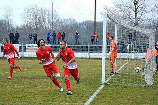 Z gólu sa tešia Kasaj, Mujkoš a Morong.