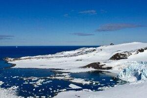 Cesta na Antarktídu trvala štábu týždeň a zahrňovala takmer všetky dopravné prostriedky od helikoptéry po vlak.
