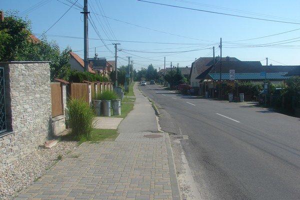 Miesto, kde červené auto narazilo do cyklistky.