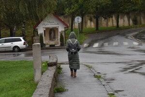 Medveď sa pohyboval na tejto ulici v centre Sabinova.