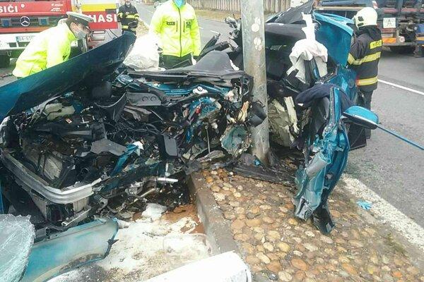 Hrozivo vyzerajúca nehoda sa stala dnes predpoludním na Prístavnej ulici v Bratislave.