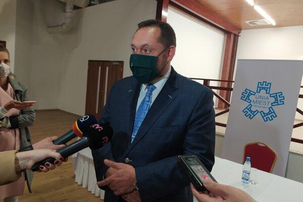Za decentralizáciu a reformu verejnej správy je aj primátor Nových Zámkov Otokar Klein.
