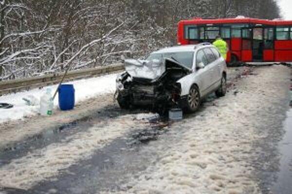 Nehôd a mŕtvych na cestách je za posledné týždne viac ako minulý rok.