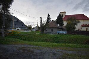 Pohľad z Ul. padlých hrdinov. V blízkosti sa nachádza, vidieť ho vľavo, zrekonštruovaný sklad soli.