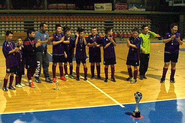 Chlapci z Čeľadíc pod vedením trénera Martina Slováka si zopakovali víťazný tanec spred roka.