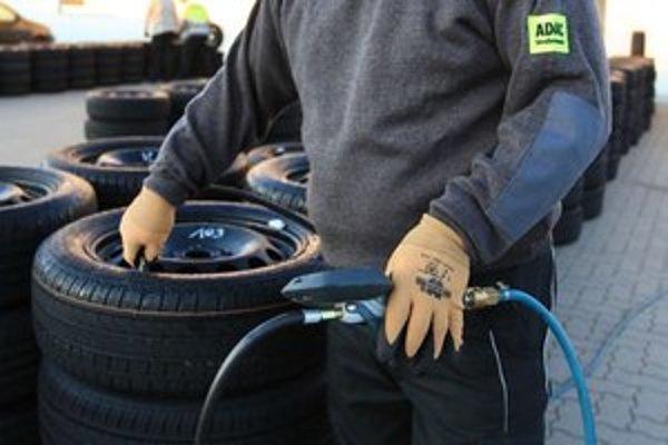 Pneumatiky odvádzajú svoju prácu dobre, iba ak sú nahustené na tlak predpísaný výrobcom vozidla.
