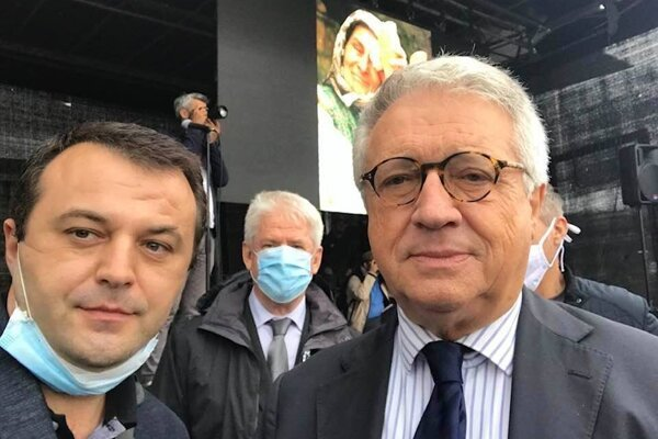 Sijamhodžič (vľavo) s bývalým vysokým predstaviteľom pre Bosnu a Hercegovinu Wolfgangom Petrischom.