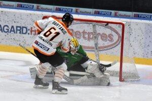 Michalovský Marek Bartánus takto znižoval na 1:2, Nové Zámky však vedenie udržali a získali tri body.