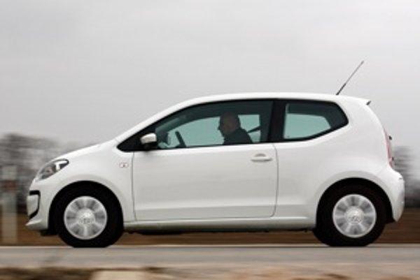 Vďaka tuhosti karosérie a dobrému podvozku sa ani väčší chlap necíti za volantom ako medveď v detskom autíčku. Volkswagen vždy vedel navrhnúť jednoduché autá.