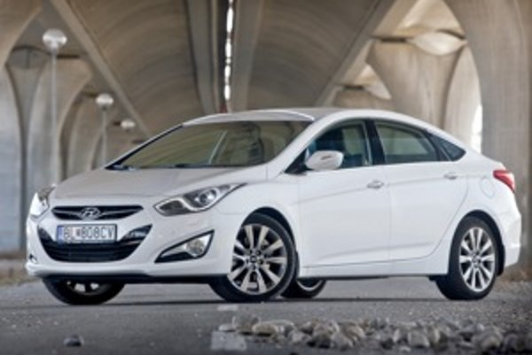 Sedan i40 vynikne aj v čisto bielej farbe.