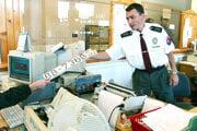Všetky pracoviská polície určené pre verejnosť sú zatvorené do odvolania.