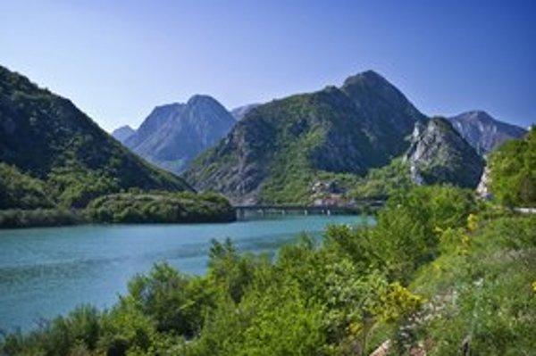 Bol by hriech prejsť údolím rieky Neretva bez zastávky alebo v noci, pretože toto stojí za pohľad.