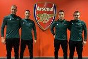 Slovenskí rozhodcovia na štadióne Arsenalu - sprava Peter Bednár, Filip Glova, František Ferenc a Michal Očenáš.