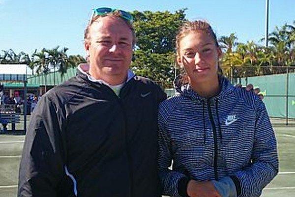 Tereza Mihalíková s trénerom Jánom Studeničom. Posledné tri turnaje v roku 2014 zohrali na americkom kontinente.