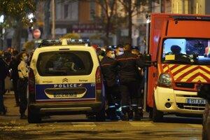 Záchranné zložky na mieste útoku v Lyone.