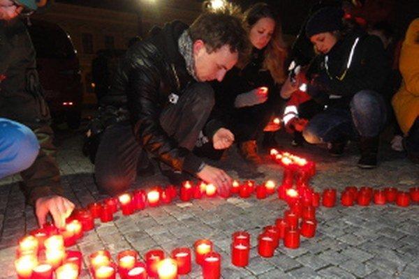 Sviečky horeli za tých, ktorým do života vstúpilo zákerné ochorenie.